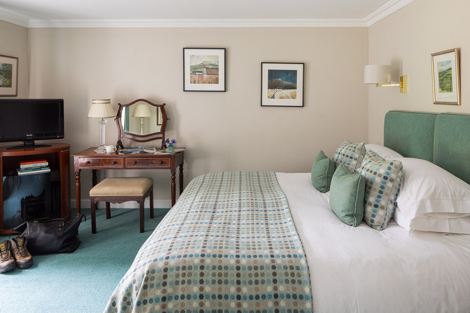 large double bedroom in country house and fishiong hotel black mountains