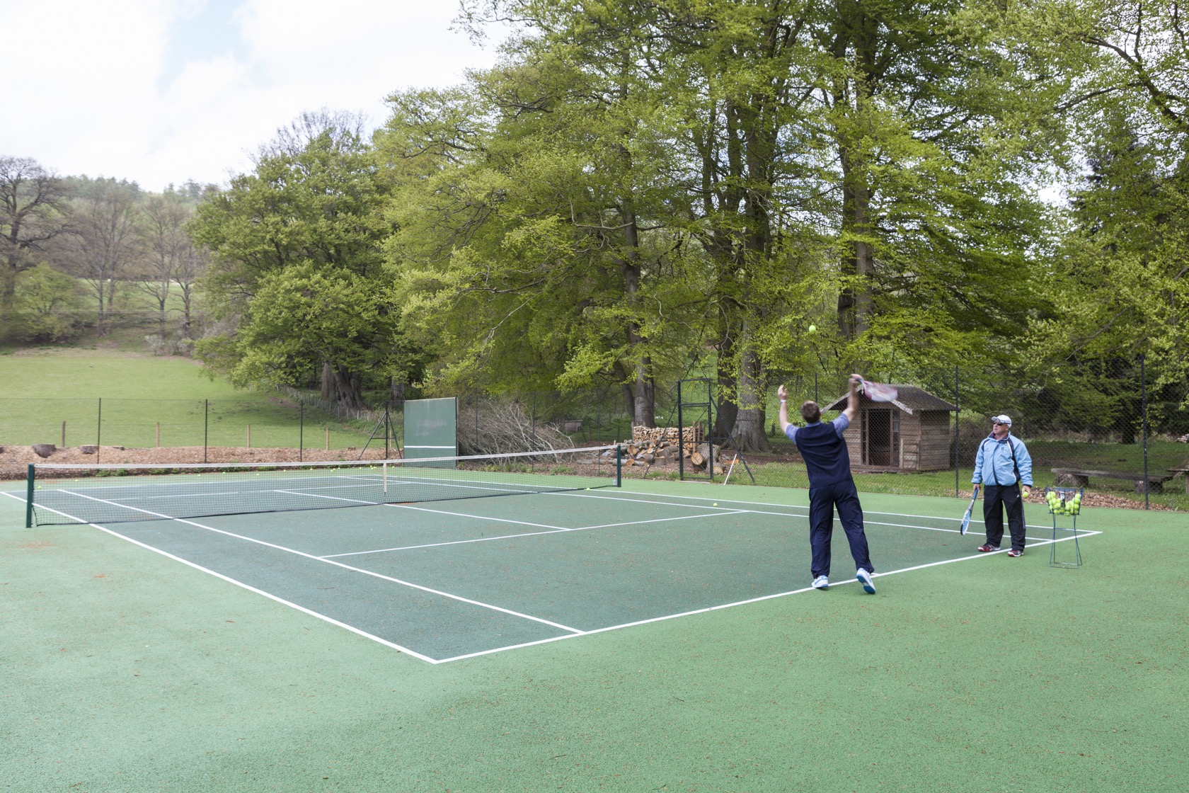 hotel with tennis court south wales